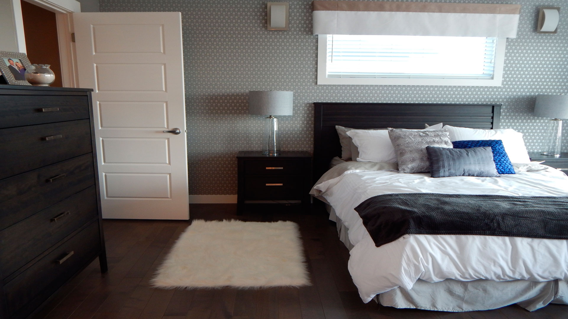 amueblar-un-dormitorio-de-matrimonio-pequenho-1920